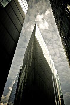 Look up! #urban drama (10 pics)