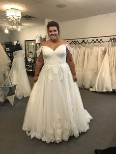 Lace wedding gown, Aline