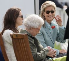 Queen Elizabeth II and Penny Brabourne Photos Photos - Lady Penny Brabourne and Queen Elizabeth II attend Windsor Horse Show on May 2011 in Windsor, England. Windsor Horse Show - Day 3 Prince Phillip, Horse Trailers, Queen Elizabeth Ii, Show Horses, Latest Pics, British Style, Windsor England, How To Memorize Things, Royalty