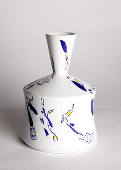 Vase design by Ugo La Pietra, made in Decor9 and 3B workshop in Nove (VI) in 2013. Ceramic. Height 18 cm. Unique piece. Signed and painted by designer.