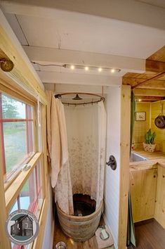 Well hello best indoor shower I have ever seen. Wonderful to make your acquaint Tiny House On Wheels acquaint indoor shower wonderful Modern Tiny House, Tiny House Living, Tiny House Plans, Tiny House Design, Tiny House On Wheels, Kombi Home, Bus Living, Casas Containers, Van Home