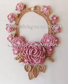 Colar de Crochê com  Flores - Colar Afrodite