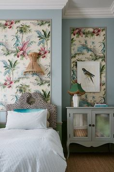 Pierre Frey Wallpaper in Tropical Bedroom is part of bedroom Wallpaper Pastel - Tropical Pastel Bedroom in a grand Victorian Country House in Shropshire The decor of this house enhances original features combining them with a midcentury twist Tropical Bedrooms, Tropical Home Decor, Tropical Houses, Tropical Interior, Tropical Furniture, Coastal Decor, Framed Wallpaper, Wallpaper Panels, Wallpaper In Bedroom
