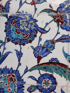 . Islamic Tiles, Antique Tiles, Turkish Tiles, Iron Work, Ceramic Design, Mosaic Tiles, Traditional Art, Ceramic Pottery, Art Decor