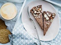 Chcete splnit sen čokoholikovi? Upečte mu čokoládový dort! A čokoládou rozhodně nešetřete, ten nejlepší dort má totiž z čokolády korpus, krém i zdobení :) Fresh, Ethnic Recipes, Food, Essen, Meals, Yemek, Eten