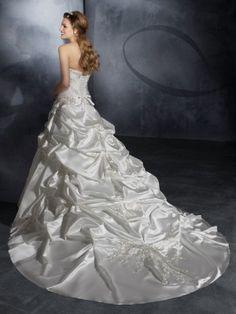 White Ball Gown Hjärtformad rmlös Kapell Tåg Satäng Veck Wedding Dresses för 6314kr