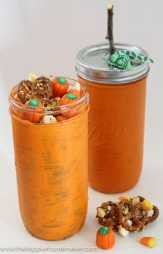 Harvest Honey Snack Mix Recipe and Pumpkin Mason Jar Gift (made with honey-my fave! Fall Gifts, Diy Gifts, Mason Jar Pumpkin, Thanksgiving Favors, Beer Batter, Mason Jar Gifts, Painted Mason Jars, Painted Pumpkins, Fall Diy
