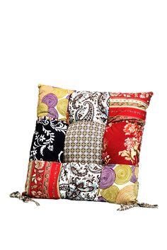 KARE Design Dick gepolstertes Kissen Patchwork in heiteren Farben und mit flippigem Muster für Stühle. Sitzkissen für optimalen Komfort und längeres Verweilen. #KARE #KAREDesign