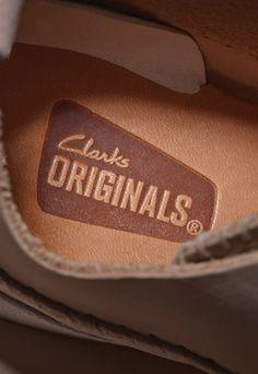 ¡Envío express gratis para tus compras en Clarks! ¡Si quieres unos zapatos de calidad, prácticos y bonitos esta es tu oportunidad!