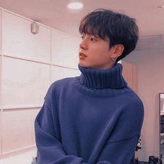 He looks very boyfriend material here. Foto Jungkook, Jungkook Cute, Kookie Bts, Jungkook Oppa, Foto Bts, Bts Photo, Bts Bangtan Boy, Namjoon, Taehyung