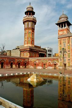 Masjid Wazīr Khān مسجد وزیر خان (Wazir Khan Mosque) in Lahore, Pakistan, is famous for its extensive faience tile work, was built in seven years (1634–1635 AD) during the reign of the Mughal Emperor Shah Jehan. It was built by Hakim Shaikh Ilm-ud-din Ansari, Wazir Khan (Wazir means 'minister' in Urdu and Persian).