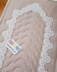 Muslim Prayer Rug, Quran Wallpaper, Living Room Decor Cozy, Crochet Flowers, Tissue Paper, Embroidery Patterns, Diy And Crafts, Applique, Prayers