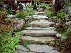 un jardin escalier avec des pierres naturelles