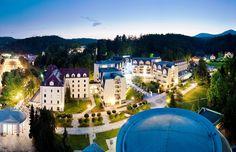Grand Hotel Sava, Slovenia - Il Grand Hotel Sava si trova in posizione centrale, all'interno del bellissimo e ampio parco termale, collegato da portici al Medical Center Rogaška ed all'area dedicata alle cure delle acque termali. #benessere #digiuno #slovenia #spa #terme
