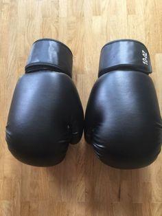 Boxhandschuhe 10 OZWenig gebraucht, sehr guter ZustandInkl. Handschuhe für innen