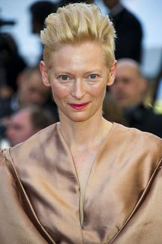I LOVE Tilda Swinton's hair. I need to find a way to make my hair do this, even if mine is a bit longer.