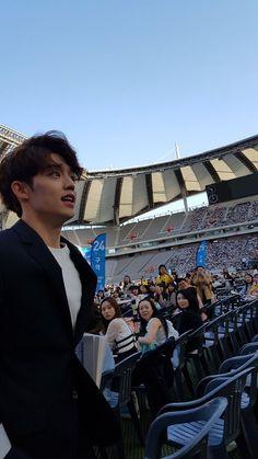 King Seungcheol and his staring subjects Woozi, Mingyu Wonwoo, Seungkwan, Vernon Chwe, Seventeen Leader, Seventeen Scoups, Won Woo, Dream Concert, Hip Hop
