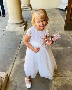 Perfect for little flower girls - pink rose buds and ribbons on a heart-shaped wand. Flower Girl Wand, Flower Girls, Flower Girl Dresses, Floral Arch, Floral Crown, Prince Wedding, Wedding Flowers, Wedding Dresses, Girl Inspiration