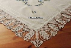 This Pin was discovered by Mev Crochet Table Runner Pattern, Crochet Edging Patterns, Crochet Lace Edging, Crochet Borders, Crochet Tablecloth, Thread Crochet, Crochet Trim, Filet Crochet, Crochet Doilies