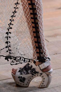 Défilé Alexander McQueen Printemps-été 2016 Prêt-à-porter | Le Figaro Madame