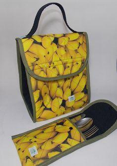 Conjunto Lancheira térmica tamanho Médio + Porta Talheres. Ideal para o transporte de alimentos. Leva seu almoço ou lanche para o trabalho, escola ou passeio. Mantém a temperatura por até 4 horas (quente ou gelado, separadamente).
