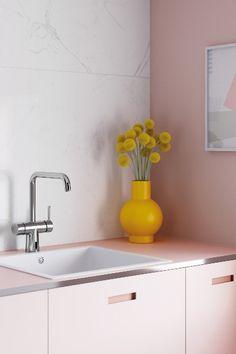 Silhouet Touchless to rewolucyjne baterie bezdotykowe, zaprojektowane z myślą o zastosowaniu w domach. Stylowe, praktyczne i higieniczne, ponieważ pozwalają uniknąć dotykania kranów brudnymi dłońmi.  Seria Silhouet Touchless odznacza się ponadczasowym, prostym nordyckim wzornictwem, doskonale komponującym się z wystrojem domów zarówno klasycznych, jak i nowoczesnych. Wytrzymała powierzchnia jest dostępna w różnych wariantach kolorystycznych: chrom, szczotkowany mosiądz i matowa czerń. Pastel Designs, Salon Interior Design, Pinterest Home, Kitchen Cabinet Colors, Cottage Interiors, Aesthetic Rooms, Home Office Decor, Minimalist Design, House Colors