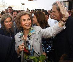 La reina Sofía llega a Bolivia para visitar proyectos de cooperación #queen #spain #casareal #royals #royalty