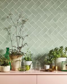 Pinks and greens at Fired Earth. Seagreen wall tiles with pale pink shelving. Green Tile Backsplash, Kitchen Wall Tiles, Green Kitchen Walls, Green Tiles, Green Bathroom Tiles, Houses Architecture, Küchen Design, Terrazzo, Kitchen Interior