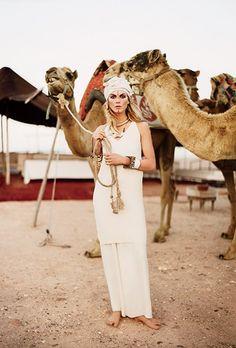 Luxury On Safari.Angela Lindvall featured in Sheltering Sky, June Safari Chic, Moda Safari, Safari Elegante, Vogue, Angela Lindvall, Runway Fashion, Boho Fashion, Safari Fashion, Dubai Fashion