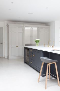 Your kitchen is the whipping centre of your house, so picking the ideal kitchen flooring is crucial. Here are our tips on locating the kitchen floor o. Home Decor Kitchen, Kitchen Living, Kitchen Interior, New Kitchen, Home Kitchens, 10x10 Kitchen, Shaker Style Kitchens, Shaker Kitchen, Living Room