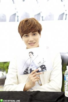 130608 EXO Official LINE account updated with their individual photo at Busan Fansign -Kai