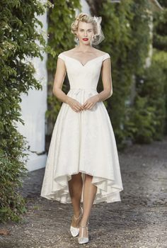 View our range of affordable tea length wedding dresses from Brighton Belle. Featuring vintage style short bridal gowns & unique retro t-length wedding dresses. Hi Low Wedding Dress, Vintage Inspired Wedding Dresses, Wedding Dress Organza, Best Wedding Dresses, Bridal Dresses, Vintage Dresses, Bridesmaid Dresses, Vintage Weddings, 50s Wedding