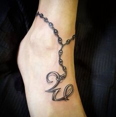 Gorgeous ankle bracelet tattoo ideas for women of all ages Hello! Here we have good photo about tattoo designs anklet. We hope these photos . Armband Tattoos, Anklet Tattoos, Foot Tattoos, Body Art Tattoos, New Tattoos, Ankle Bracelet Tattoos, Cute Ankle Tattoos, Ankle Tattoo Designs, Ankle Tattoos For Women Anklet