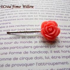 Petite barrette à cheveux ornée d'une rose orangée en résine