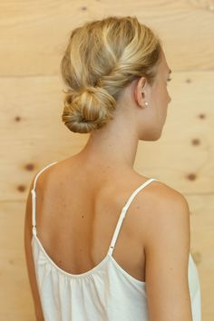 Tutoriel coiffure : un chignon torsadé en 3 étapes faciles!