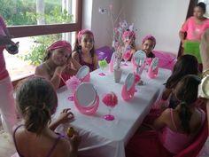 mesa de faciales spa niñas