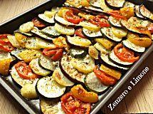 Questa teglia diverdure gratinate è un contorno stuzzicante, nutriente ed appetitoso che sarà apprezzato anche da chi normalmente le verdure le snobba.