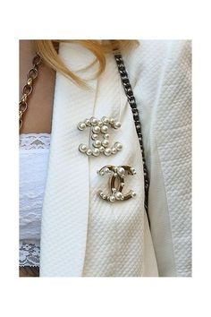 Ideas to Wear Chanel pearl brooches