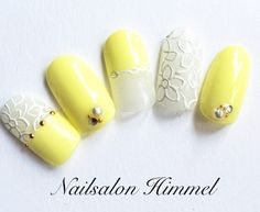 Yellow And white nail art Fancy Nails, Pretty Nails, Japan Nail Art, Yellow Nails Design, Acryl Nails, Nail Techniques, Claw Nails, Nails Only, Japanese Nails