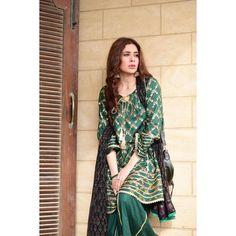 Gorgeous Actress Azekah Daniel Clicks | Daily InfoTainment Pakistani Clothes Casual, Pakistani Dresses Party, Beautiful Pakistani Dresses, Pakistani Fashion Party Wear, Shadi Dresses, Pakistani Dress Design, Pakistani Outfits, Pakistani Clothing, Indian Dresses