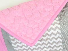 Doudou éléphant, éléphant couette couverture, couverture Patchwork de Chevron gris rose bébé Une toute nouvelle combinaison de couleurs de l'éléphant couvertures, un rose - couette blanc-gris à assortir avec une chambre de bébé. L'éléphant mignon couverture de bébé belle pour les