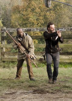Lennie James and Andrew Lincoln behind the scenes of The Walking Dead Season 6 Episode 15 | East