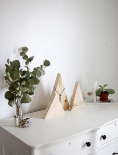 DIY Mountain Necklace Display @themerrythought #Fossil