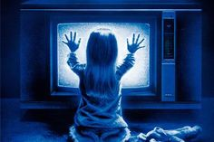 New horror movies often rely on cheesy effects or gratuitous violence for scares, but classic horror movies never needed any of that to give us nightmares! Here are 40 old horror movies that still make our skin crawl! Heather O'rourke, Newest Horror Movies, Horror Films, Horror Movie Quotes, Poltergeist 1982, Friday Film, Film Facts, Movie Facts, Live Stream
