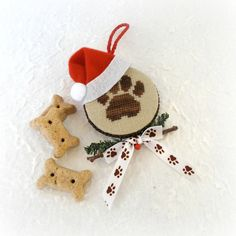 Santa Paws Christmas Ornament for Dog от SnowBerryNeedleArts