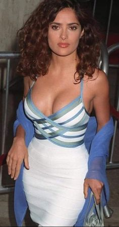 Salma Hayek hot images and Photos. Hollywood, one of the popular actress and director. Salma Hayek biography in short will discuss here. Many her fan follo Salma Hayek Style, Salma Hayek Body, Salma Hayek Images, Salma Hayek Pictures, Beautiful Celebrities, Beautiful Actresses, Gorgeous Women, Selma Hayek, Popular Actresses