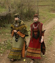 Armenian History, Armenian Culture, Folk Clothing, Historical Clothing, Pretty Outfits, Beautiful Outfits, Grandeur Nature, Costumes Around The World, Iranian Women