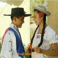 Bolivian traditions. Bolivian clothing. Typical Bolivia clothes, dress and hats. Bolivia culture, customs and lifestyle. What people wear in Bolivia and how they dress. Fashion in Bolivia.