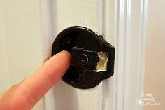 door problems adjust latch Source by Handyman Projects, Hinges For Cabinets, Amazing Life Hacks, Home Fix, Swinging Doors, Diy Home Repair, Door Latch, Home Repairs, Diy Door