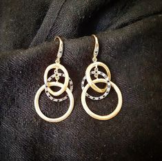 Vous cherchez des boucles doreilles élégantes mais originales? Pourquoi ne pas vous laisser séduire par ce modèle sertis de spinelles noires? Commandez les vite sur www.juwelo.fr (référence 8207VA) Ne traînez pas il nen reste plus que deux paires! . . . . . . .  #juwelojewelry #spinelle #argent #silver #pierreprecieuse #gemstoneearrings #gemstone #bouclesdoreilles #earrings #mode #fashion #tendancebijoux #bijouxtendance #bijou #passepartout #elegant #original Hoop Earrings, Jewelry, Instagram, Fashion, Black Spinel, Originals, Boucle D'oreille, Silver, Locs